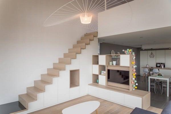 Escalier et meuble tv sur mesure par Alain Rosen (Malmedy)