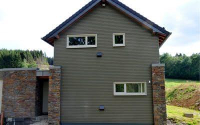 Réalisation d'un bardage composite pour une habitation