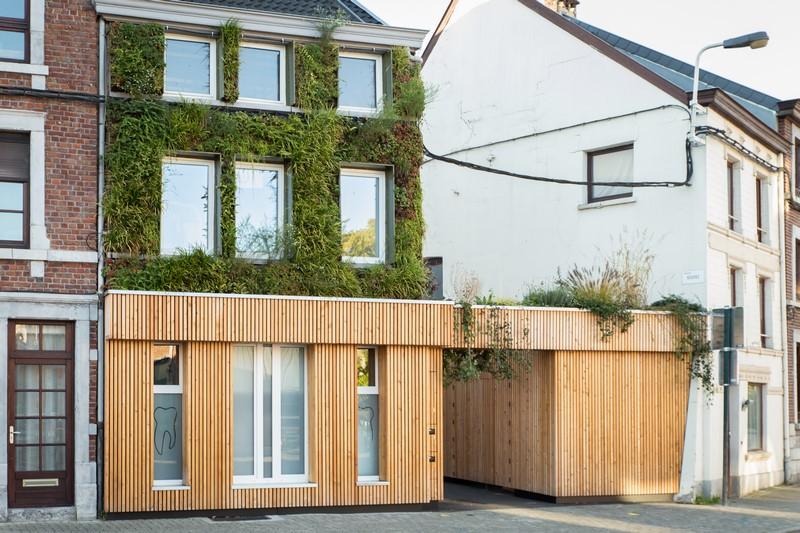 La nature au cœur de cette réalisation avec un bardage en bois, portes, cloisons et meubles sur mesure