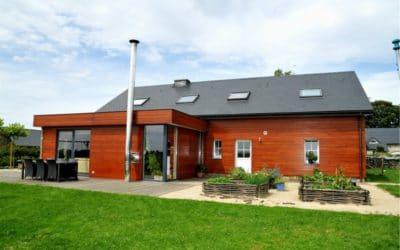 Bardage en bois pour une maison et une extension rafraîchie et modernisée