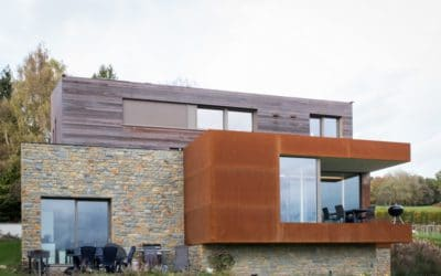 Bardage en bois et en acier Corten pour une nouvelle construction