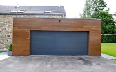 Pose d'une porte d'entrée et porte de garage offrant un résultat moderne et design