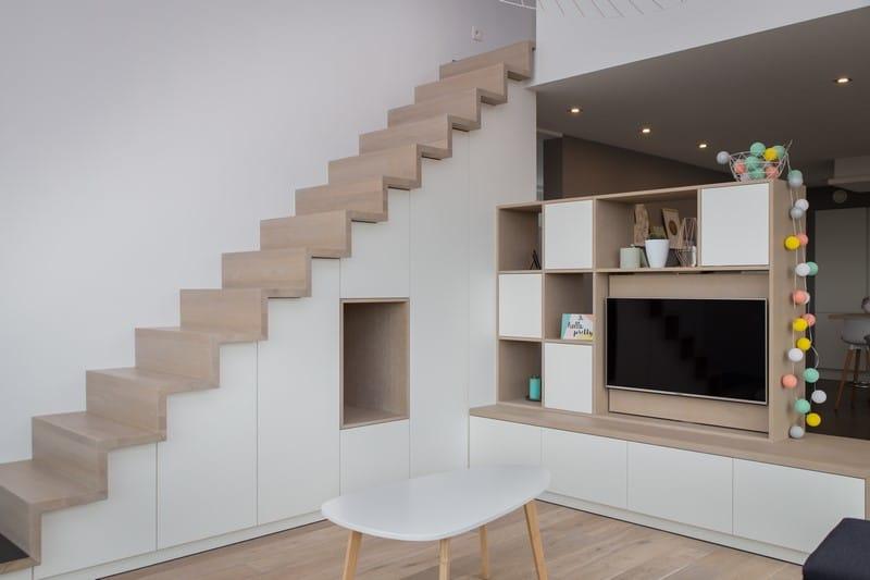 Cr ation d 39 un escalier avec rangements et d 39 un meuble de t l vision sur mesure alain rosen sprl - Meuble tv cloison ...