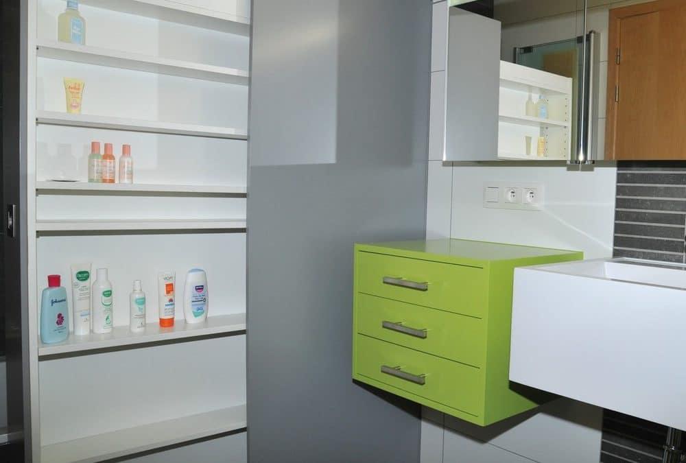 Originalité et modernité pour des meubles de salle de bains sur mesure