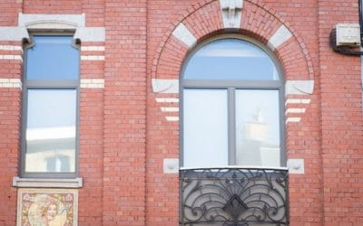 Pose de châssis dans le cadre de la rénovation d'une maison de maître