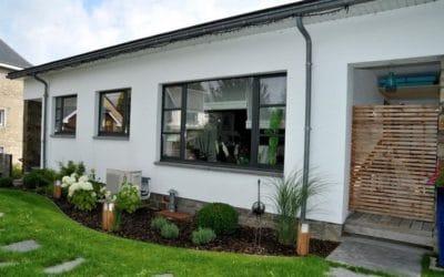 Pose de nouveaux châssis pour la rénovation d'une maison