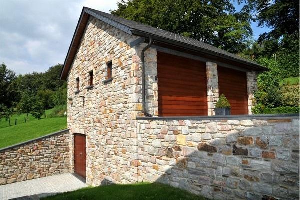 Portes de garage installées pour une annexe