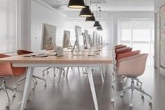 Table/bureau et chaises roses Ondarreta