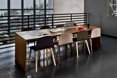 Table/bureau et chaises Ondarreta