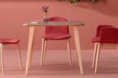 Table et chaises roses Ondarreta