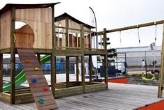 Mur d'escalade et cabane pour enfant Woody Up (Alain Rosen, Malmedy)