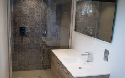 Réalisation d'une salle de bains complète (clé sur porte)