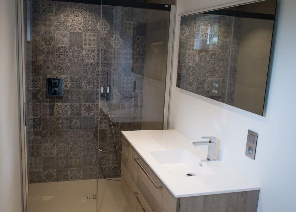 Réalisation d'une salle de bain dans son intégralité pour un résultat esthétique et moderne