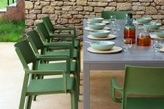 Sun Garden : table, chaises et coussins