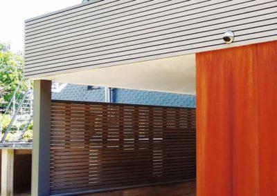 Claustra en bois du pool house