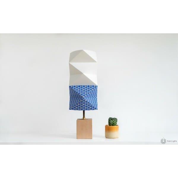 Lampe bleue en forme d'origami